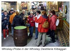 Whiskey-Probe in der Whiskey Destillerie Kilbeggan - Irland